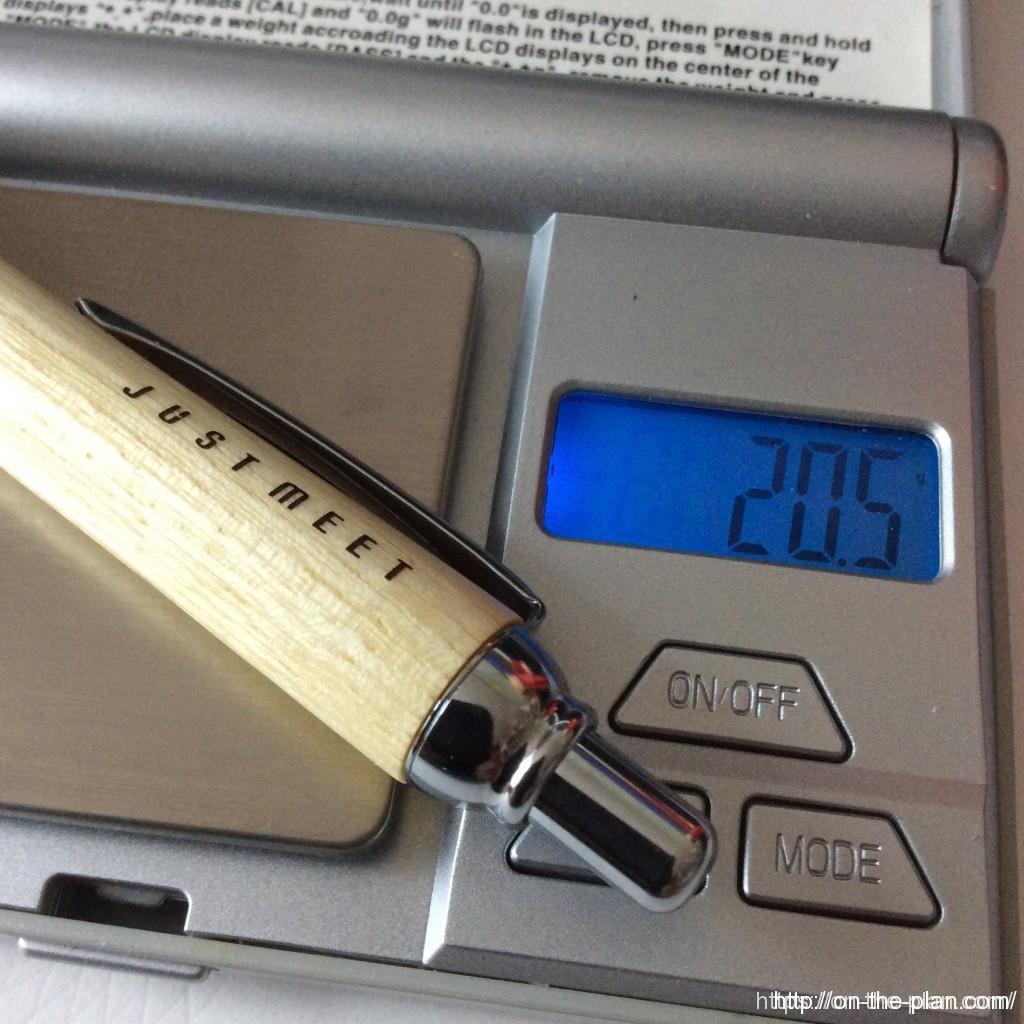PILOT-JUSTMEETパイロット・ジャストミート スリムは20.5g。真鍮のさやに木軸を圧入しているのでどうしても少し重くなるね。自分的にはちょうどいい重さ。重心は真ん中辺り。