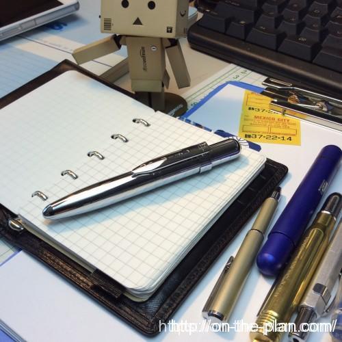 フィッシャー2010ミレニアムクロームは、出だしは渋いが書きはじめさえすればこの上なく快適。ものすごく軽い筆圧でも追随して書き込める。
