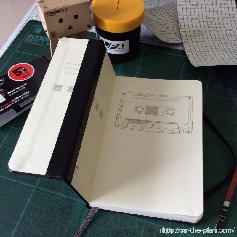 モレスキンの「100円ノート超メモ術化」計画はダイスキンの夢を見るか。 のり付き製本テープは簡単に貼れて便利。しかし残念ながら強度はそれほどではない。