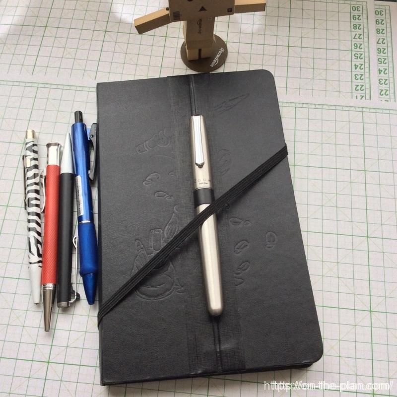 この大きさが欲しかった!なんちゃって「アクセスノートブック」の完成です。ミッキーが隠れてますね。
