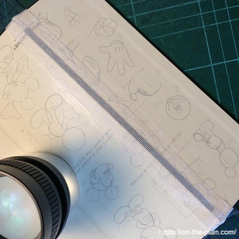 内側の寒冷紗を貼ります。裏打ちしてあるテープなので扱いやすいです。接着剤は木工用ボンドです。