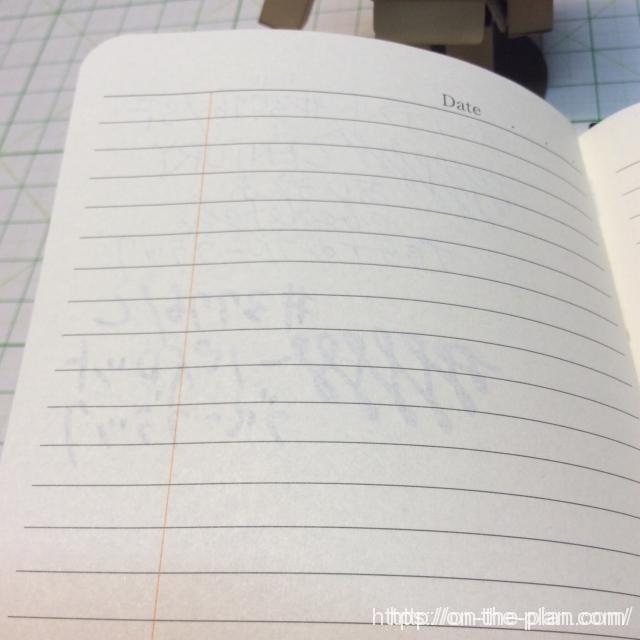 万年筆でも大丈夫じゃないかな。極太の#3776でもにじみなし。