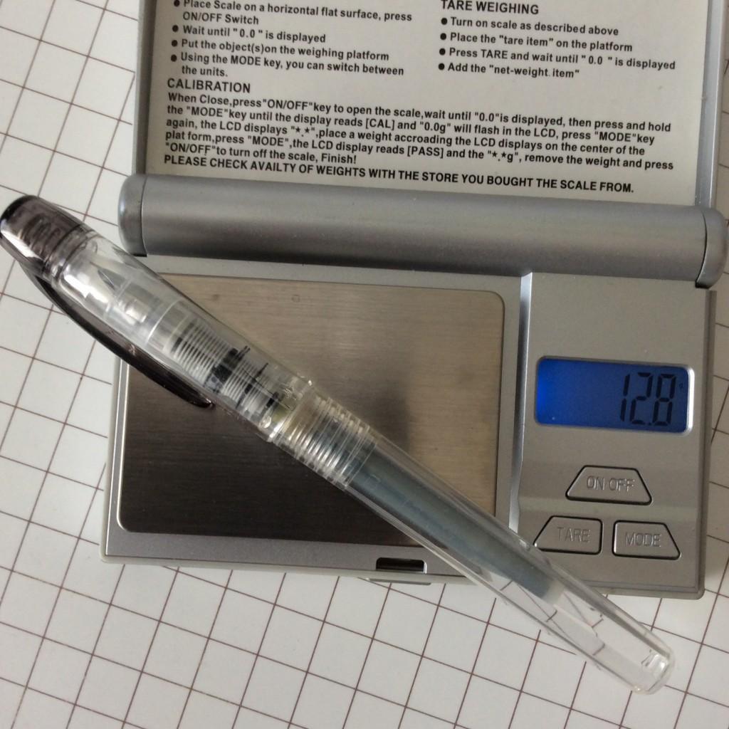 プラチナ万年筆プレピー0.2の重さは実測で12,8gだった。カートリッジ。